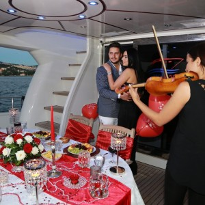 Yacht Tour and Marriage Proposal with Violin  / 2-Hour Package with Dinner