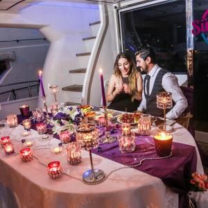 Romantik Yat Turu ve Afiş ile Evlilik Teklifi / 1 Saat Yemekli Eko Paket