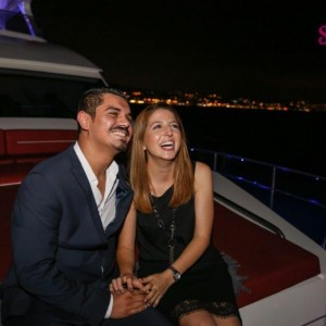 Yat Turu ve Renkli Lazerle Evlilik Teklifi / 1 Saat Yemekli Standart Paket