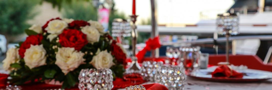 Romantik Yat Turu ile Evlenme Teklifi / 1,5 Saat Yemekli Standart Paket