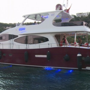 Yacht Tour and Color Laser Marriage Proposal / 1 Hour Dinner Eco Package