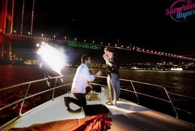 Yat Turu ve Renkli Lazerle Evlilik Teklifi / 1 Saat Yemekli Eko Paket