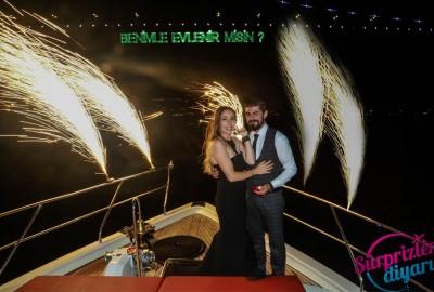 Yatta Renkli Lazerle Evlenme Teklifi / 1 Saat Yemekli Standart Paket