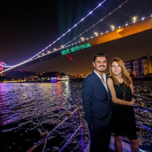 Marriage Proposal in Yacht Tour with Color Laser / 1 Hour Standard Package with Dinner