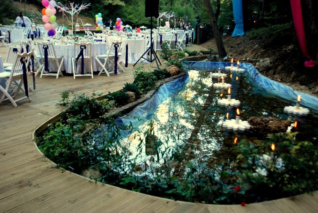 Hint Bahçesinde Kır Düğünü