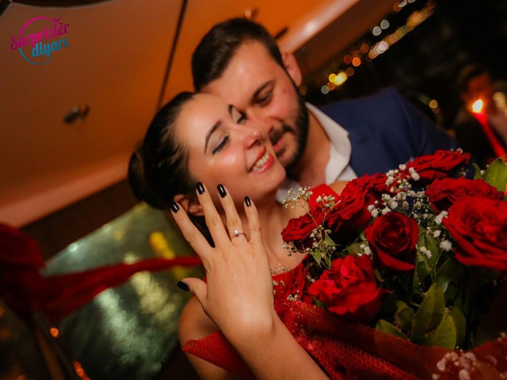 Evlilik Yüzüğü İle En Güzel Selfie Nasıl Çekilir ?