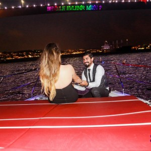 Renkli lazerle yatta evlilik teklifi organizasyonlarında profesyonel çekim gerekli mi ?