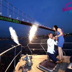 Perform a wedding proposal like a fairy tale with unique marriage proposal ideas