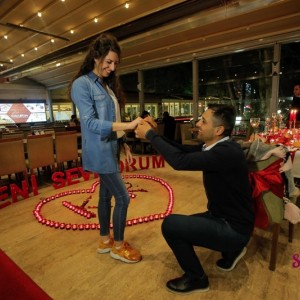 Kuğulu Park'ta Romantik Evlilik Teklifi
