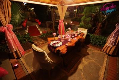 Saklı Bahçede Evlilik Teklifi