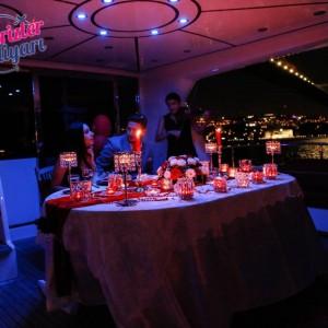 Kız Kulesi'nde Yemek ve Romantik Yat Turu ile Evlilik Teklifi