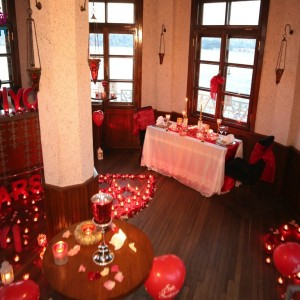Tower Bar Reservation(the whole bar) and Yacht Laser Marriage Proposal / Eco Package