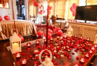 Marriage Proposal at a Hotel - 708